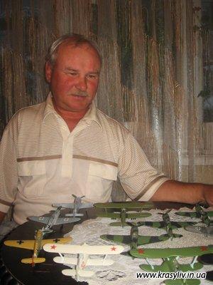 Микола Євтушенко збирає моделі літаків