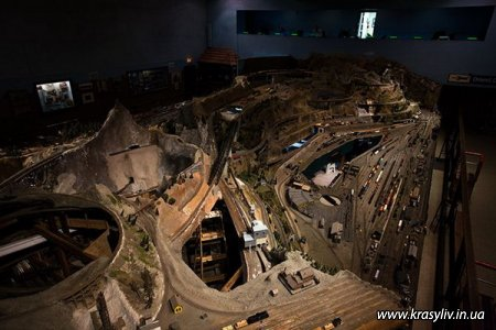 Найдовша іграшкова залізна дорога (20 фото)
